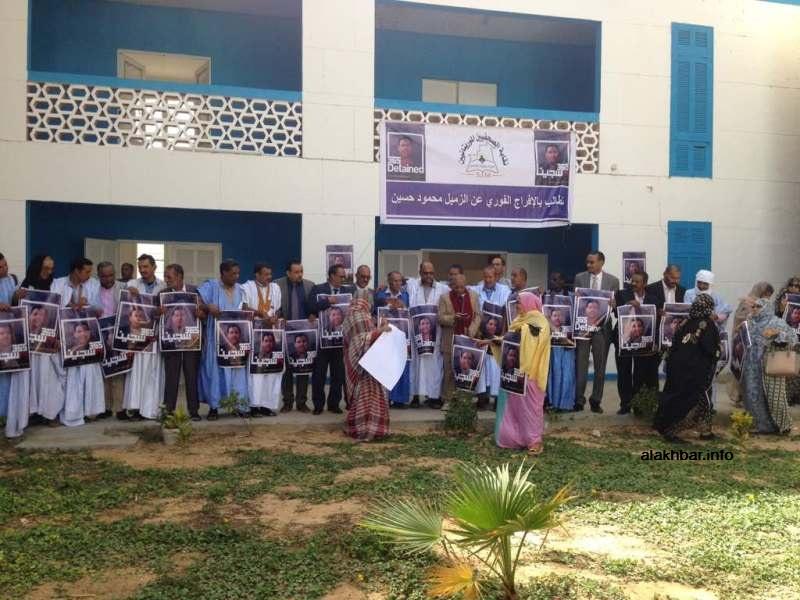 وقفة الصحفيين الموريتانيين تضامنا مع صحفي الجزيرة محمود حسين المعتقل في مصر