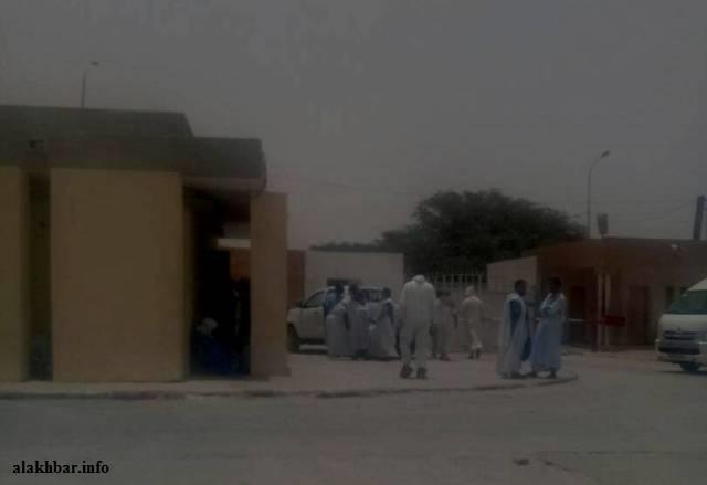 ذوو المحامي المرحوم الشيخ ولد حرمة الله بالمستشفى في انتظار نتائج التشريح