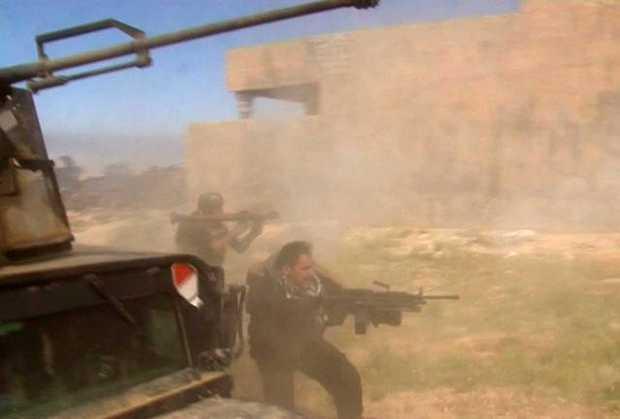 صورة مأخوذة من فيديو لقتال بين تنظيم الدولة وميليشيا الحشد العشبي بالعراق نقلا ميلي سانتر