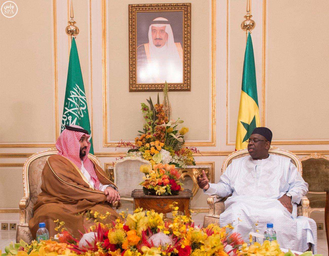 الرئيس السنغالي ووزير الدفاع السعودي أثناء لقائهما بقصر الضيافة بالرياض